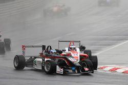 19 Matt Solomon, Double R Racing Dallara Mercedes-Benz et 14 Matthew Rao, Fortec Motorsports Dallara Mercedes-Benz