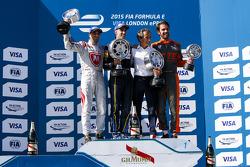 Race 1 Podium: second place Jérôme d'Ambrosio, Dragon Racing winner Sébastien Buemi, e.dams-Renault