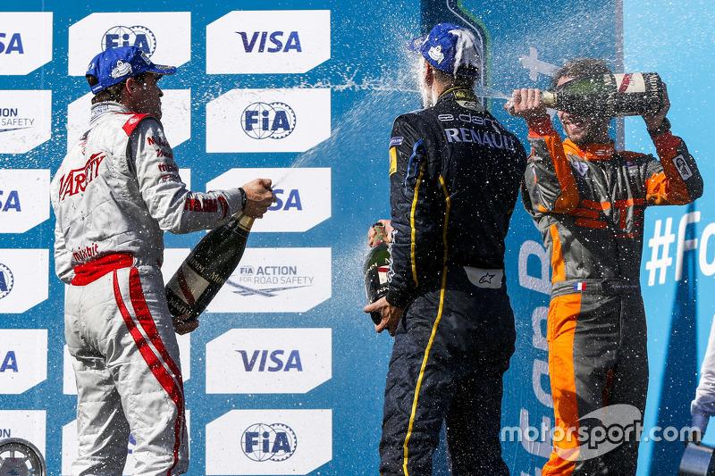 Podium 1. Rennen: 2. Jérôme d'Ambrosio, Dragon Racing; 1. Sébastien Buemi, e.dams-Renault, und 3. Jean-Eric Vergne, Andretti Autosport