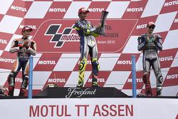 Podio: ganador de la carrera de Valentino Rossi, segundo lugar de Marc Márquez, el tercer lugar Jorg