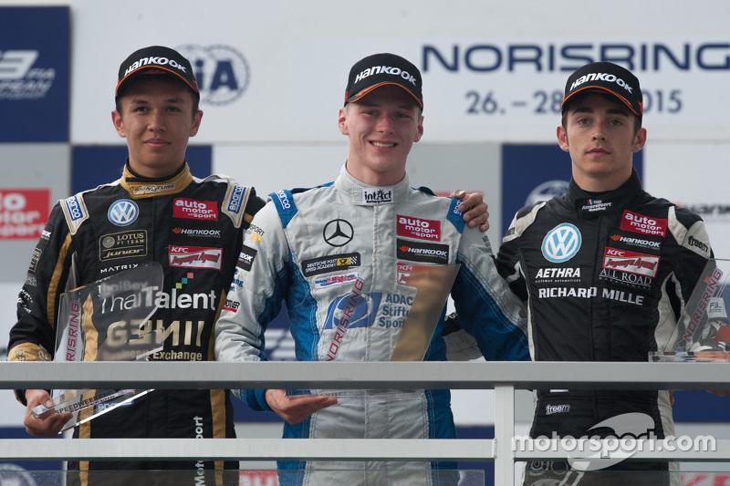 Подіум: друге місце Александр Албон, Signature та переможець Максиміліан Гюнтер, Mücke Motorsport та Шарль Леклер, третє місце