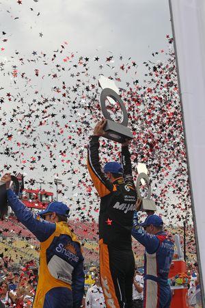 Podio: el tercer lugar Marco Andretti, Andretti Autosport y el ganador Graham Rahal, Rahal Letterma