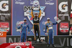 Ganador de la Carrera Graham Rahal, Rahal Letterman Lanigan Racing, el segundo lugar, Tony Kanaan, C