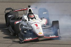 Will Power, Team Penske Chevrolet, si schianta
