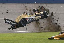 Ryan Briscoe, Schmidt Peterson Motorsports Honda en un fuerte accidente
