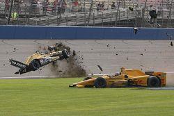 Ryan Briscoe, Schmidt Peterson Motorsports Honda e Ryan Hunter-Reay, Andretti Autosport Honda, grave incidente