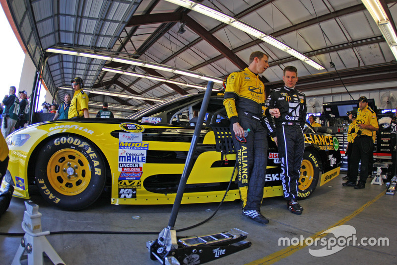 Brad Keselowski, Team Penske, Ford, und Jamie McMurray, Chip Ganassi Racing, Chevrolet