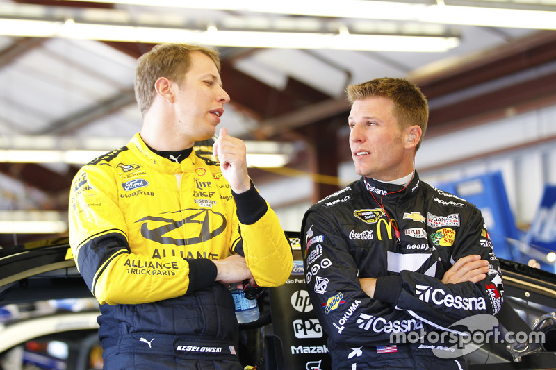 Brad Keselowski, Team Penske Ford dan Jamie McMurray, Chip Ganassi Racing Chevrolet