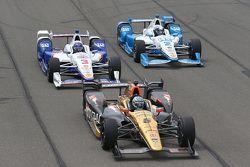 Ryan Briscoe, Schmidt Peterson Motorsports Honda, Helio Castroneves, Team Penske Chevrolet e Juan Pablo Montoya, Team Penske Chevrolet