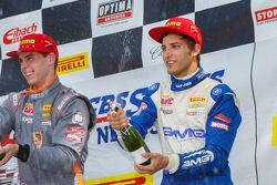 GT Kupası Podyum: İkinci Sloan Urry ve üçüncü Alec Udell