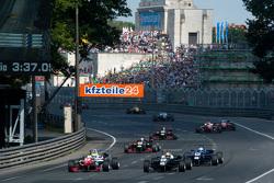 Jake Dennis, Prema Powerteam, Dallara Mercedes-Benz, und Charles Leclerc, Van Amersfoort Racing, Dal