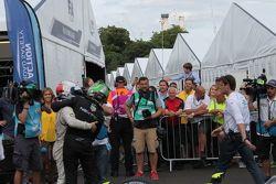 Nelson Piquet Jr., China Racing e il vincitore della gara Sam Bird, Virgin Racing