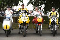 John Surtees y Valentino Rossi, Yamaha Factory Racing , Giacomo Agostini y Kenny Roberts