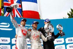 Podium: 2. Jérôme d'Ambrosio, Dragon Racing; 1. Sam Bird, Virgin Racing, und 3. Loic Duval, Dragon R