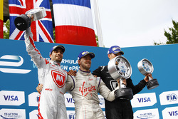 Podium: segundo lugar, Jérôme d'Ambrosio, Dragon Racing y el ganador, Sam Bird, Virgin Racing, terce