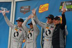 GTD Podium: ganadores #93 Riley Motorsports Dodge Viper SRT: Al Carter, Cameron Lawrence, Marc Gooss