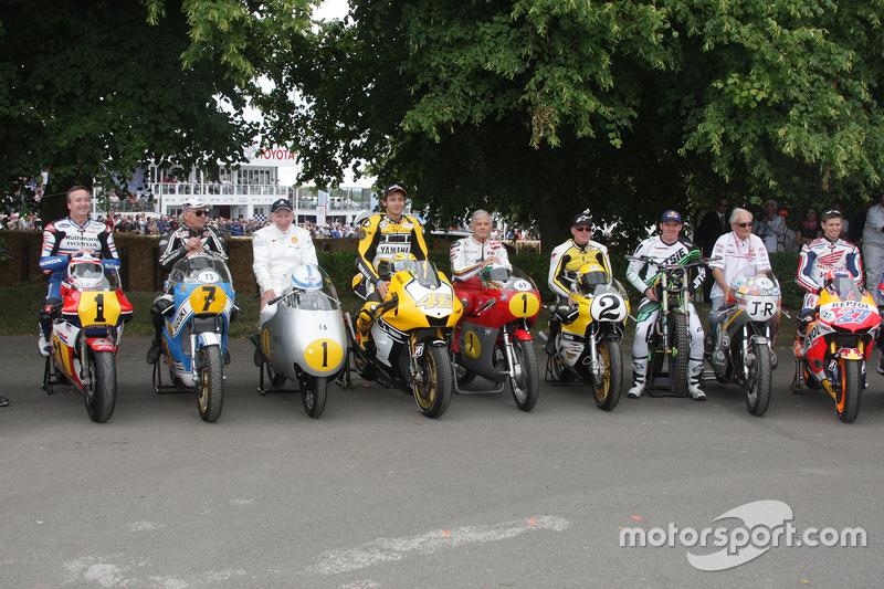 Foto de grupo con Valentino Rossi