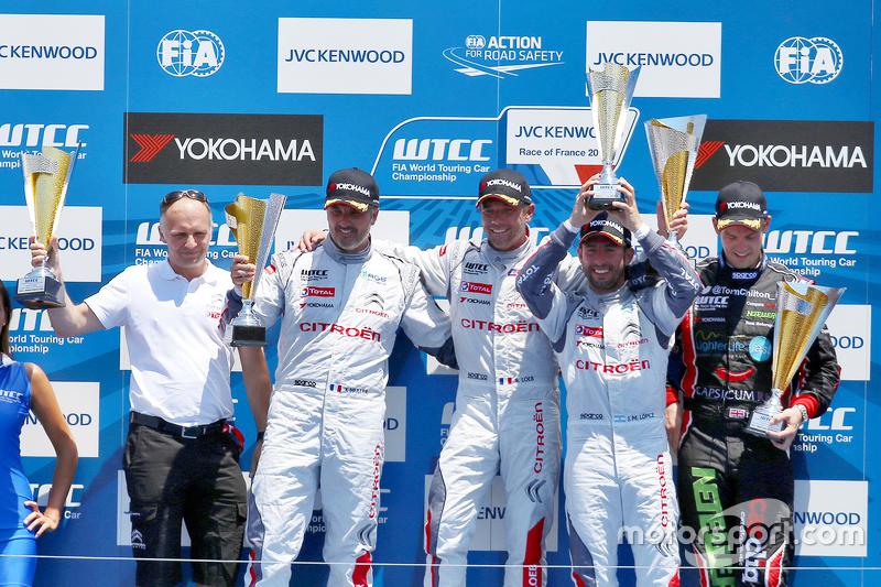 Podium: 1. Sébastien Loeb, Citroën C-Elysée WTCC, Citroën World Touring Car Team; 2. Yvan Muller, Ci