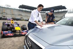 Daniel Ricciardo, Red Bull Racing test het circuit voor de Mexicaanse GP