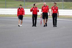 Фабио Лямер, резервный пилот Manor F1 Team и Джон Бут, руководитель команды Manor F1 Team