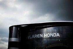 El McLaren motorhome.