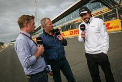 Simon Lazenby, apresentadora da Sky Sports F1 com Martin Brundle, Comentarista da Sky Sport e Fernando Alonso, McLaren