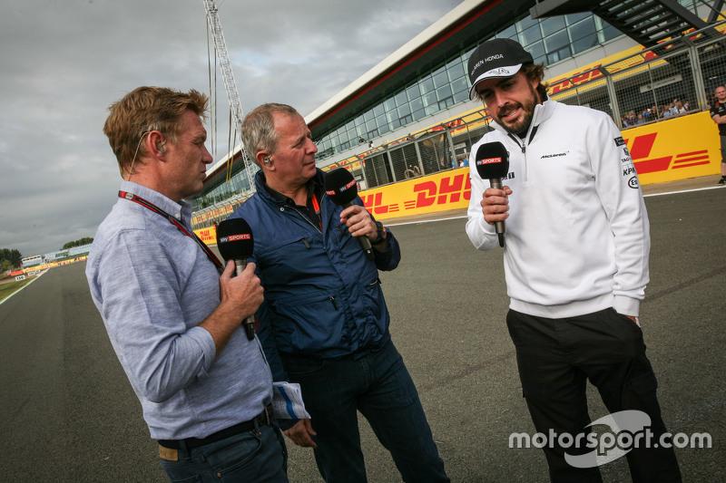 Simon Lazenby, Sky-Reporter, mit Martin Brundle, Sky-Kommentator, und Fernando Alonso, McLaren