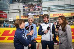 Claire Williams, Williams vice presidente da com Damon Hill, apresentador da Sky Sports; Felipe Massa, Williams e Natalie Pinkham, apresentadora da Sky Sports