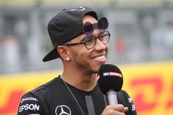 Lewis Hamilton, Mercedes AMG F1 - nuovi occhiali da sole