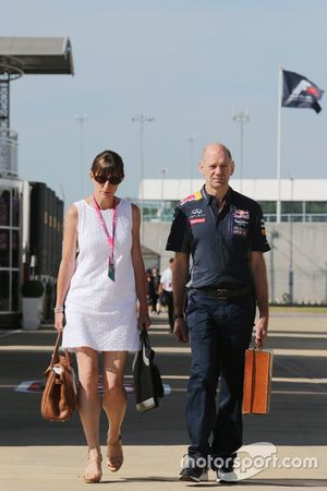 Adrian Newey, Red Bull Director Técnico Racing con su esposa Marigold Newey