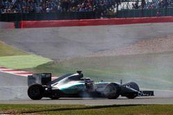 Lewis Hamilton, Mercedes AMG F1 W06 roda na primeira sessão de treinos livres
