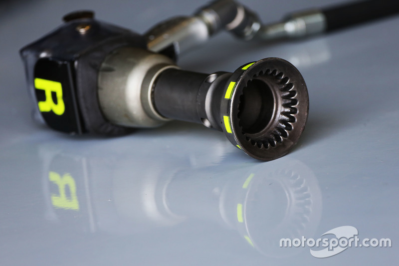 Tyre changing gun