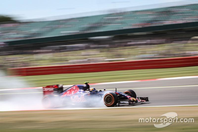 Карлос Сайнс мол., Scuderia Toro Rosso STR10 блокує колеса на гальмуванні
