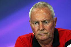 John Booth, Manor F1 Team Team Principal na coletiva de imprensa da FIA