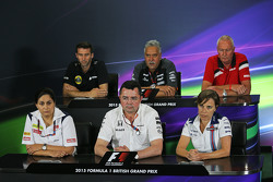 FIA-Pressekonferenz: Matthew Carter, Geschäftsführer Lotus F1 Team; Dr. Vijay Mallya, Besitzer Sahara Force India F1 Team; John Booth, Teamchef Manor F1 Team; Monisha Kaltenborn, Teamchefin Sauber; Eric Boullier, Rennleiter McLaren, und Claire Williams, stellvertretende Teamchefin Williams