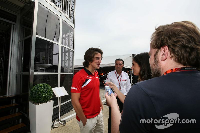 Roberto Merhi, Manor F1 Team, mit der Presse