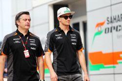 Nico Hulkenberg, Sahara Force India F1, com Andy Stevenson, gerente da Sahara Force India F1 Team