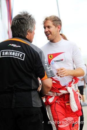 Sebastian Vettel, Ferrari com Neil Dickie, Sahara Force India F1 Team