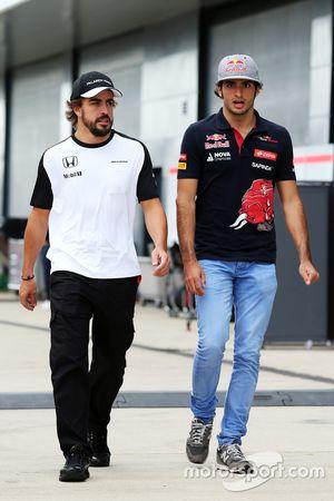 Fernando Alonso, McLaren com Carlos Sainz Jr., Scuderia Toro Rosso