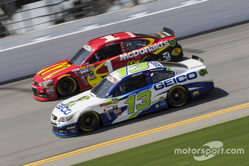 Casey Mears, Germain Racing Chevrolet dan Jamie McMurray, Chip Ganassi Racing Chevrolet