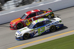 Casey Mears, Germain Racing, Chevrolet, und Jamie McMurray, Chip Ganassi Racing, Chevrolet