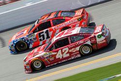 Justin Allgaier, HScott Motorsports Chevrolet et Kyle Larson, Ganassi Racing Chevrolet