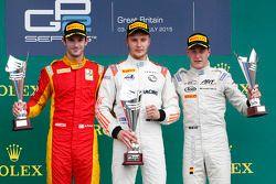 Первое место - Сергей Сиротки, Rapax, второе место - Александр Росси, Racing Engineering, третье мес