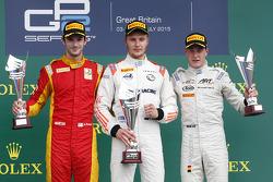 Sergey Sirotkin, Rapax, segundo colocado Alexander Rossi, Racing Engineering, terceiro colocado Stof