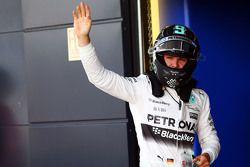 Nico Rosberg, Mercedes AMG F1 celebra su segunda posición en la calificación en el parc ferme