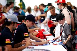 Max Verstappen, Scuderia Toro Rosso signs autographs for the fans
