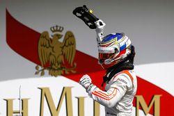 Race winner Sergey Sirotkin, Rapax