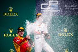 Podium: winnaar Sergey Sirotkin, Rapax, tweede Alexander Rossi, Racing Engineering