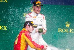 Podio: ganador de la carrera Sergey Sirotkin, Rapax, segundo lugar Alexander Rossi, Ingeniería Racin