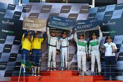 Podio: vincitori Maximilian Buhk, Vincent Abril, secondo posto Valdeno Brito, Atila Abreu, terzo po
